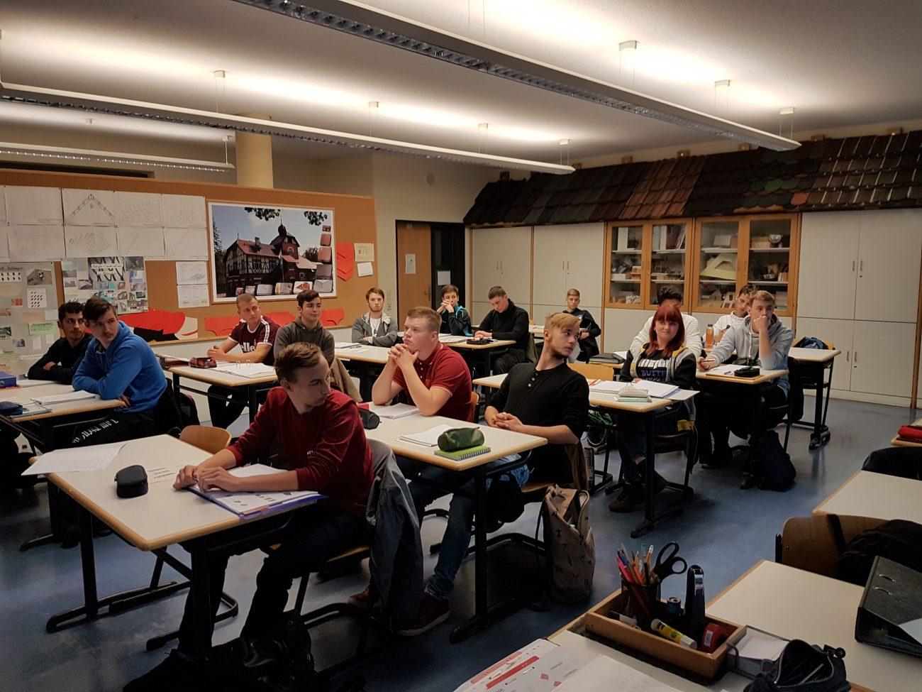 Zwischen- und Gesellenprüfung in der Kenntnis im Dachdeckerhandwerk